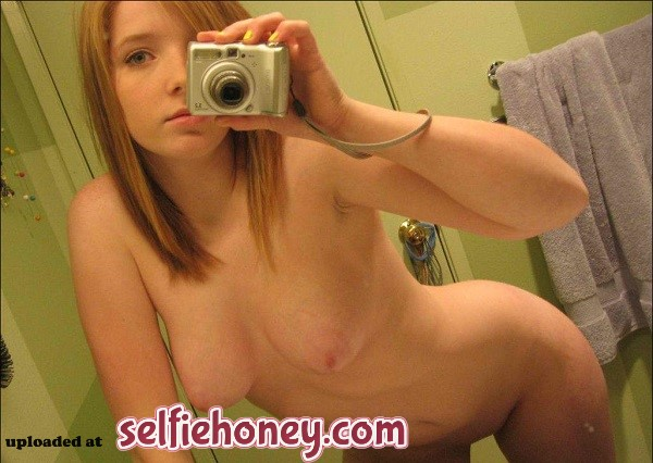 teeninbathroom3 - Teen in Bathroom Selfie