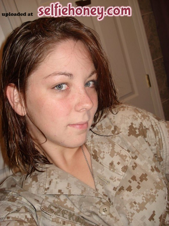 marinepvt 1 - Female Marine in her Sexy Selfie