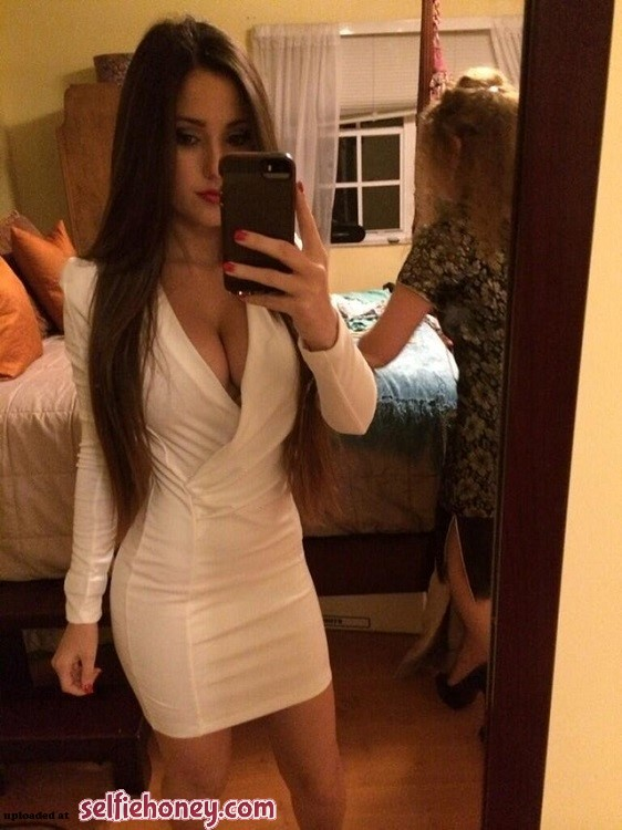 girlsintightdress5 - Girls in Tight Dress Selfie