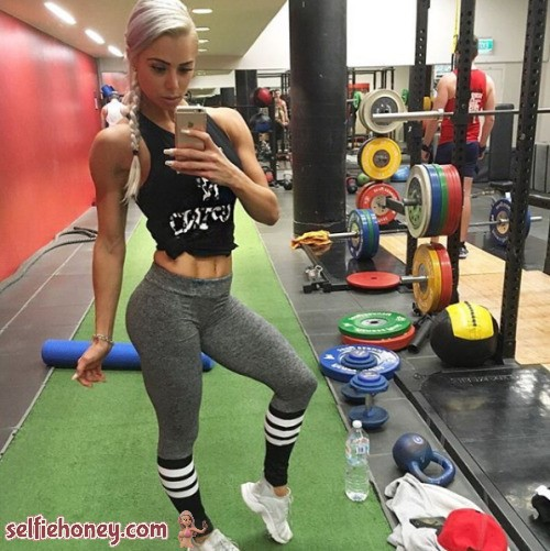 girlingymselfie4 - Girls in Gym Selfie