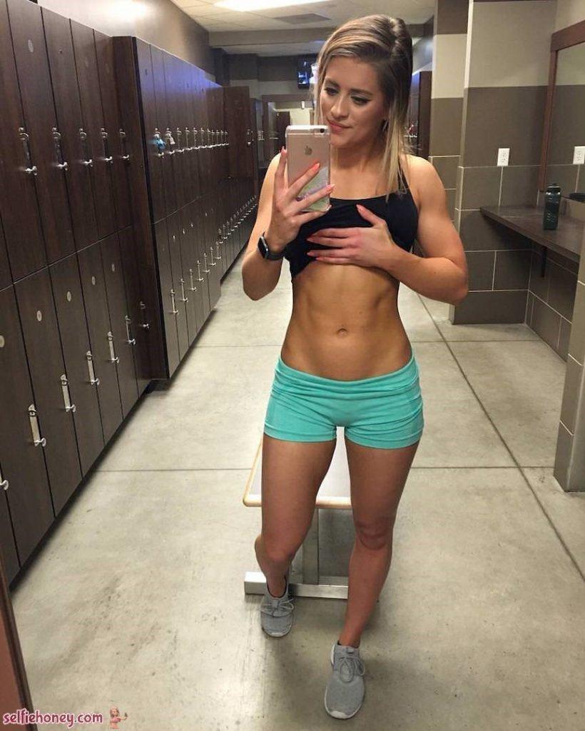 girlingymselfie5 820x1024 - Girls in Gym Selfie