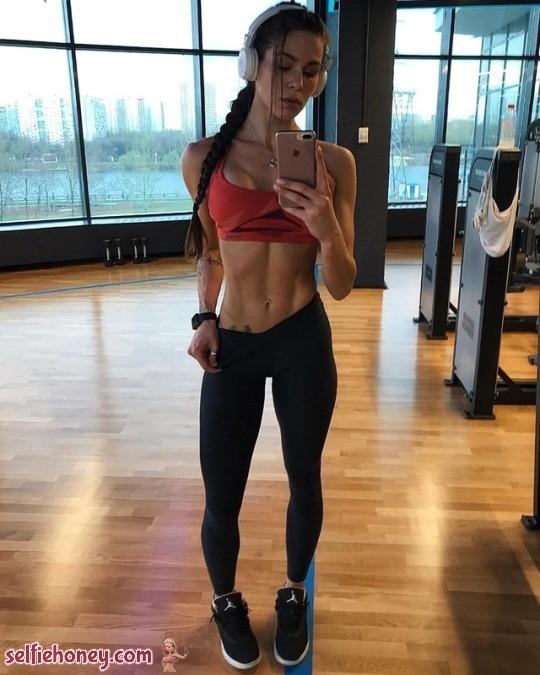 girlingymselfie6 - Girls in Gym Selfie