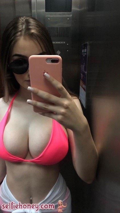 elevatorselfie4 - Sexy Elevator Selfie