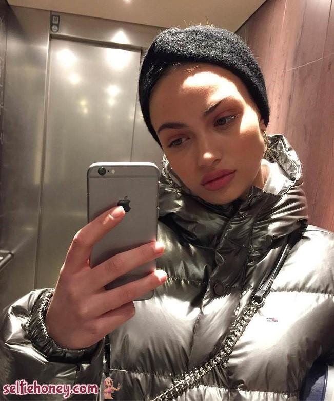 elevatorselfie5 - Sexy Elevator Selfie