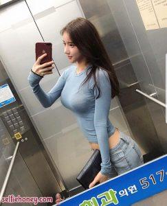 elevatorselfie6 243x300 - elevatorselfie6