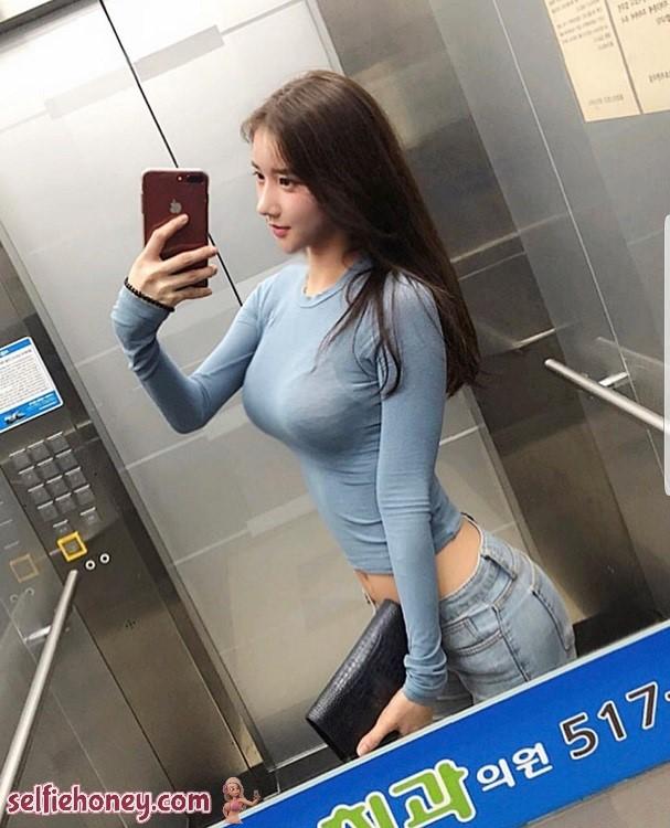 elevatorselfie6 - Sexy Elevator Selfie
