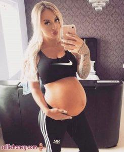 pregnantnudeselfie2 245x300 - pregnantnudeselfie2