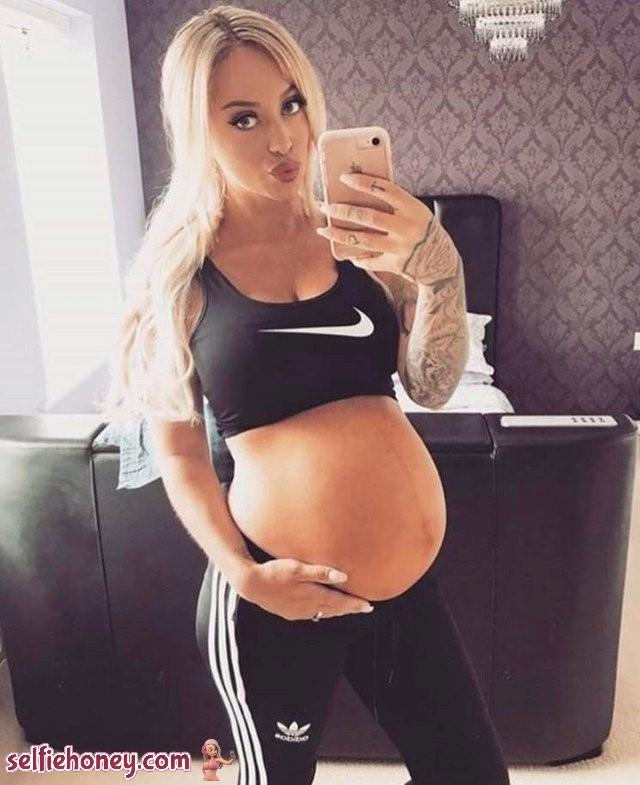 pregnantnudeselfie2 - Pregnant Nude Selfie