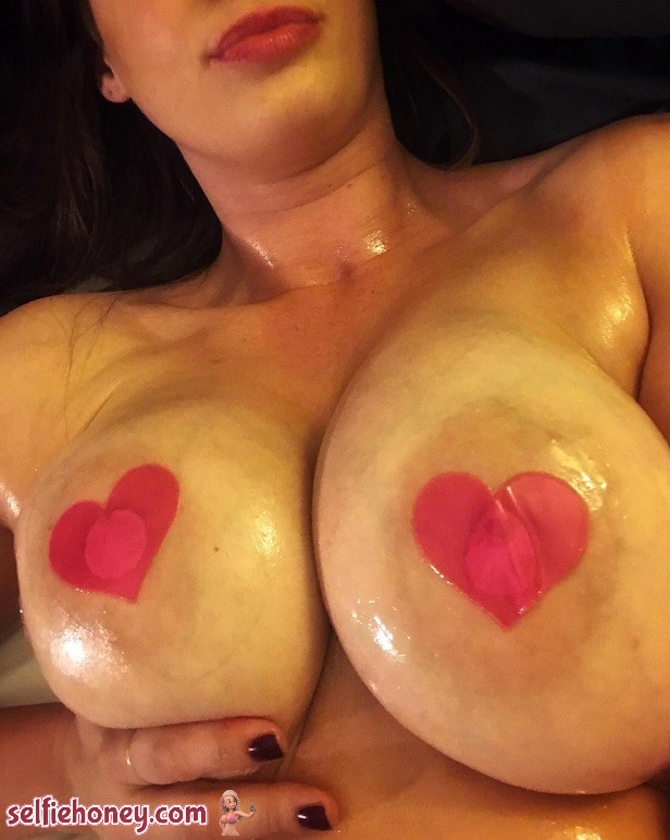 oilyselfie8 - Hot Oiled Up Girls