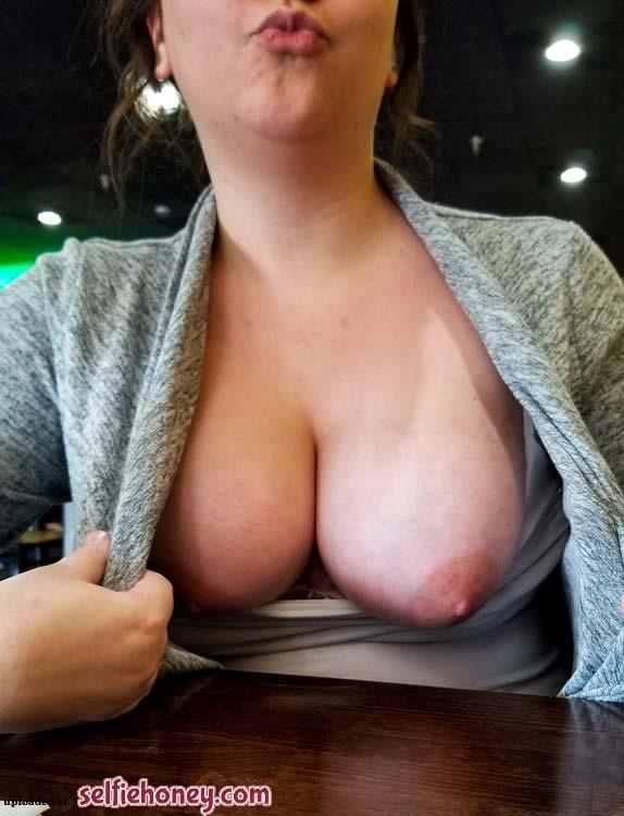 publicflashselfie4 - Public Flashing Selfie