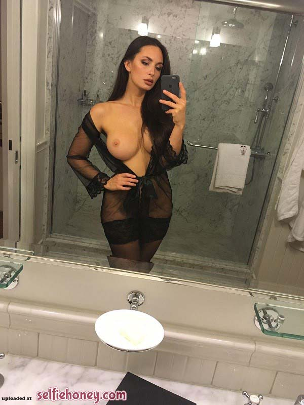 hotbrunettegirl11 - Hot Brunette Girl Selfie