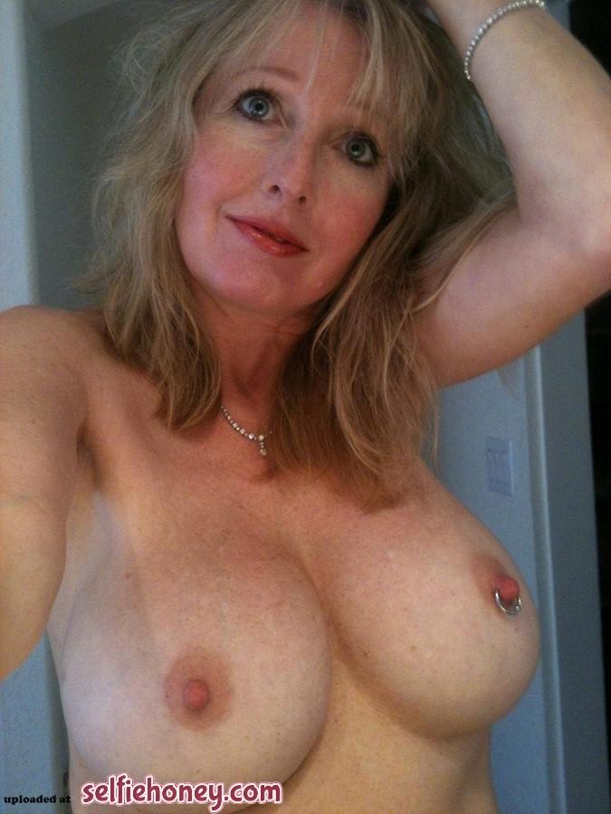 beautifulmilfselfie5 - Best Friend Hot Mom Selfie