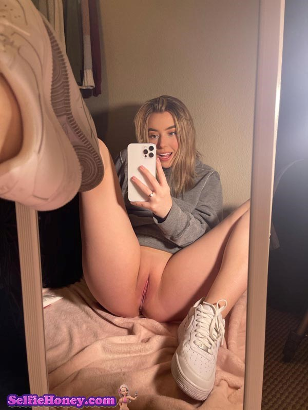 cutegirlpelfie4 - Cute Girl Pussy Selfie