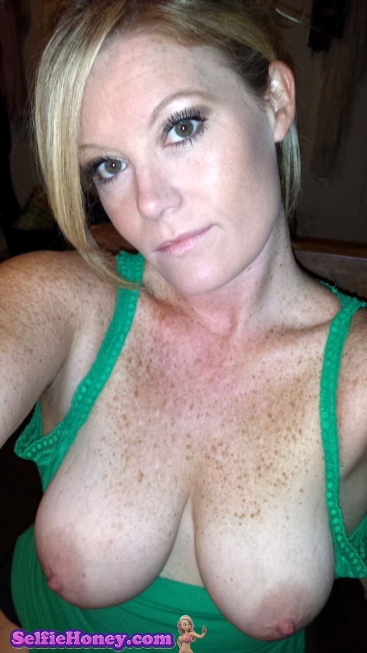 freckledmilf3 - Milf with Freckles Selfies